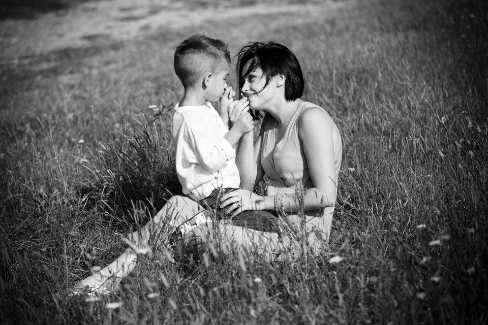 Mini sessione fotografica estiva ritratti di famiglia in calabria villaggio limina